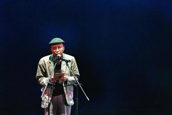 Sapardi Djoko Damono (diambil dari cabiklunik.com)