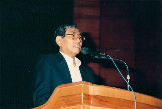 Foto diambil dari koleksi pribadi Dwii Setiyawan, di https://dwikisetiyawan.wordpress.com/2009/07/16/nurcholish-madjid-memorial-pictures/
